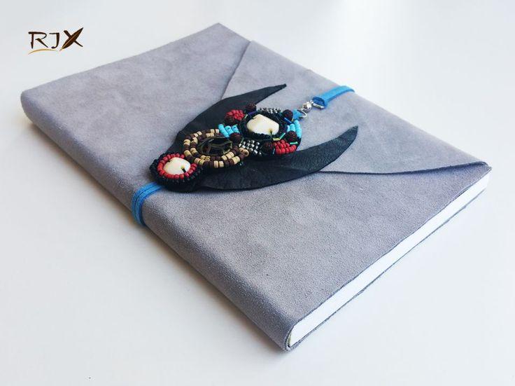 Jurnal piele (mare) - Jurnal de calatorie cu coperta din piele gri și șnur din piele albastră, decorațiune din mărgele