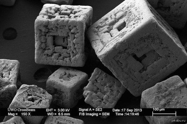 5 ИНТЕРЕСНЫХ ФАКТОВ О СОЛИ   1️⃣ Как появилась привычка к подсаливанию пищи?  Считается, что в доисторические времена на Земле существовал правильный баланс солей натрия и калия. Однако, продолжительные дожди за многие столетия вымыли из земной коры более растворимые соли натрия, поэтому в почве и соответственно в растениях образовался недостаток данного элемента. В итоге, для того чтобы ликвидировать дефицит натрия, люди (как и другие животные) нашли довольно опасную замену в виде…