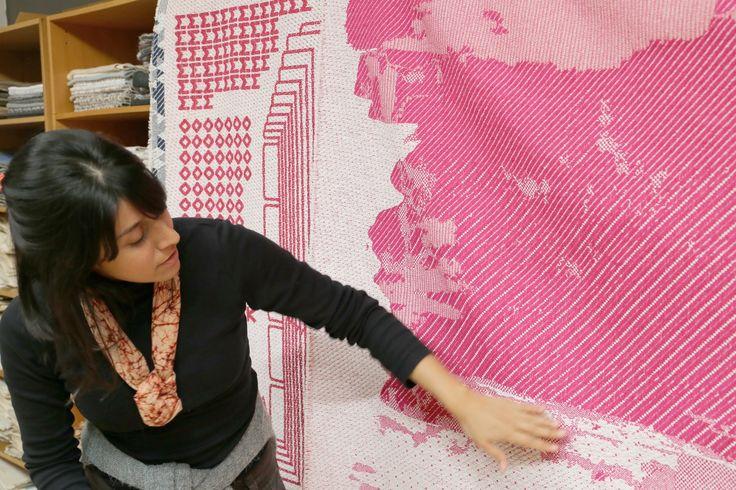 Laura Daza è una vecchia conoscenza di Frizzifrizzi, Simone ha scritto sia della sua Guida ai colori fai-da-te che di Burnt Sienna. Laura è colombiana, ha studiato Material Futures alla Central Saint Martins College of Design di Londra, dove ha poi insegnato per più di 3 anni come professore a contratto di Design. Ha lavorato a New York con Narciso Rodriguez e Donna Karan, per il marchio britannico PREEN e con aziende come Roche Bobois e Nissan Design Europe. Nel 2004 ha fondato il suo…