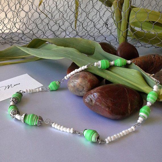 Collana verde e bianca con perle di carta  eco di Acasaconmanu