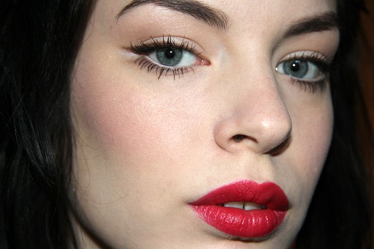 White and Brown Eyeliner with Raspberry Red #Lips #Makeup