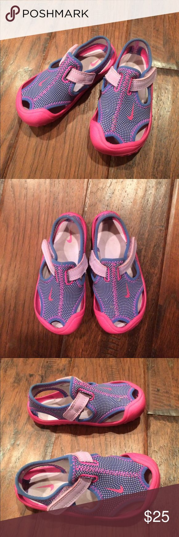 Nike Sunray Protect Toddler Sandal Water Shoe 7 These cute little water shoes were gently worn. They are perfect for the pool, splash pad, or beach. The toe protection is great for a toddler. These were great in and around the ocean and coral. Size 7 toddler. Nike Shoes Water Shoes