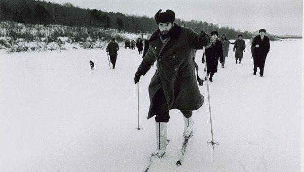 Фидель Кастро катается на лыжах во время визита в СССР в 1964 году.  Автор фото: Альберто Корда.