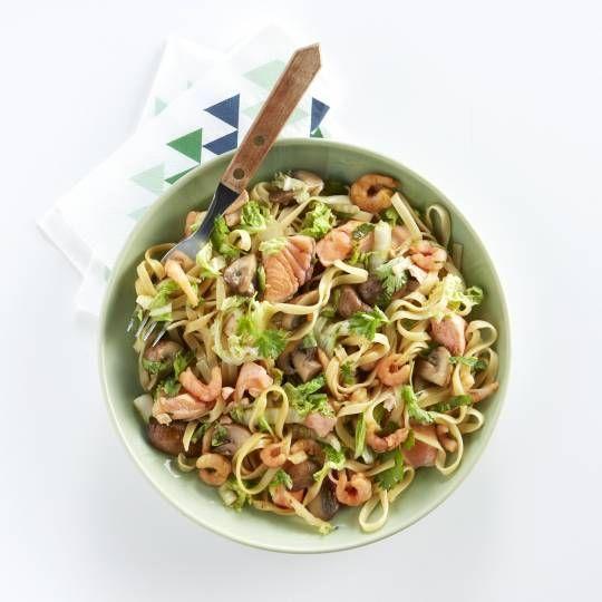 Boodschappen - Mie met Chinese roerbak, zalm en garnalen