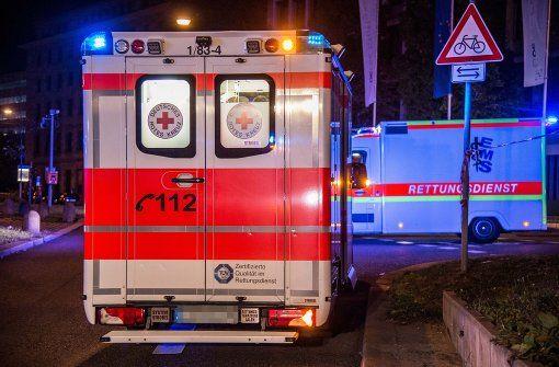 Mit lebensgefährlichen Verletzungen wurde am Freitag ein 42-Jähriger nach einem Streit in Stuttgart-Möhringen in ein Krankenhaus gebracht. Foto: SDMG