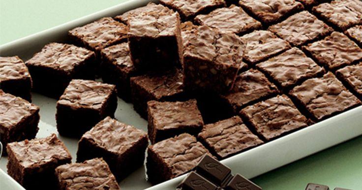 Dejlig klassisk chokoladebrownie med valnødder. Perfekt til en velbrygget kop kaffe!