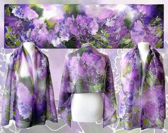 Foulard en soie Lila est une main peinte foulards, déclinés dans les couleurs mauve et violettes avec motif de fleurs. Écharpe de printemps idéal, prêt à partir!  Cette écharpe Lila est conçue et peint avec un peu de sensation abstraite à elle. Il y a de nombreux violet et ton violet joue sur l'écharpe, un peu de peinture, une éclaboussure de l'eau pour créer de fond délicates et dynamique. Cette foulards de soie est peint comme une impression de fleurs lilas - vous pouvez voir moins de…