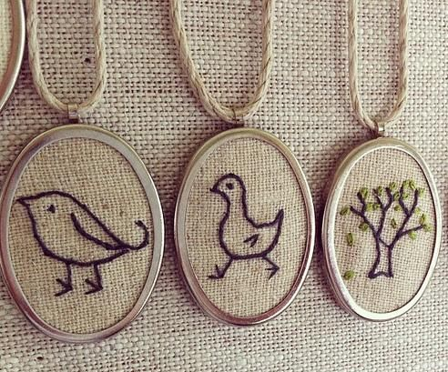embroidered pendants: Charms Resins Pendants, Trees Crosses Stitches Simple, Embroidered Pendants I, Pendants Necklaces, Country Pendants, Last Minute Gifts, Frames Needlework Diy, Stockings Stuffers, Embroidered Necklaces