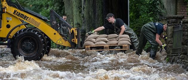 +++ Wetter im News-Ticker +++: Extrem-Wetter: Katastrophenalarm in Goslar - erste Evakuierungen in Niedersachsen