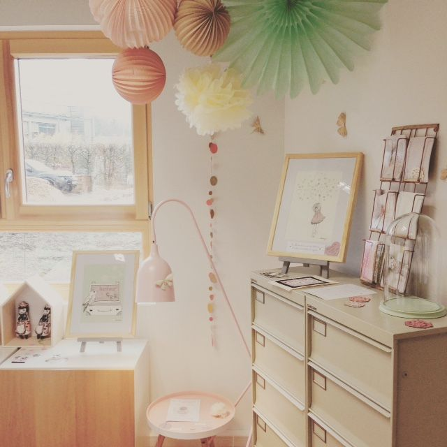 Visit my art studio with poetic pieces and dreaming illustration #art studio #Lalieasaguise  #paper ball #party decoration #origami ball #art studio #inspirated studio #inspirated desk  #souslelampion #illustration www.lalie-a-sa-guise.fr