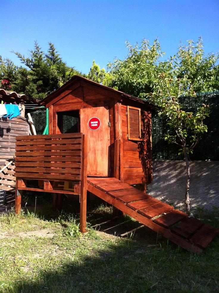 un cadeau pour ma fille une cabane sur pilotis en bois de palettes bricolage palette. Black Bedroom Furniture Sets. Home Design Ideas