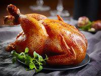 Drůbež pečte pomalu, radí Petr Stupka. Vyzkoušejte kuře na bylinkách a krůtu na víně