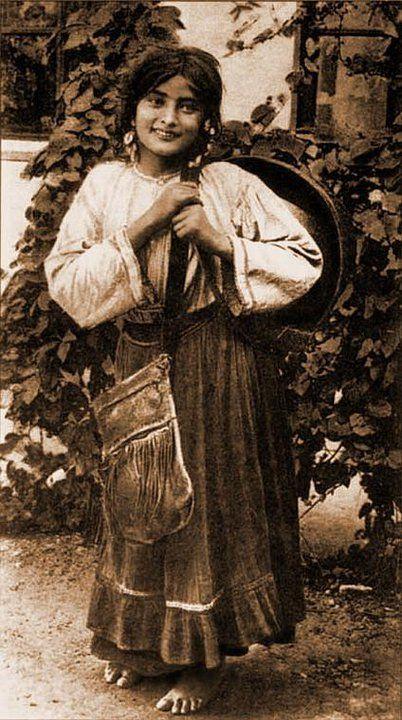 gypsies in the czech republic essay Romani people in the czech republic  romani people (czech: romové, commonly known as gypsies czech: cikáni) are an ethnic minority in the czech republic .