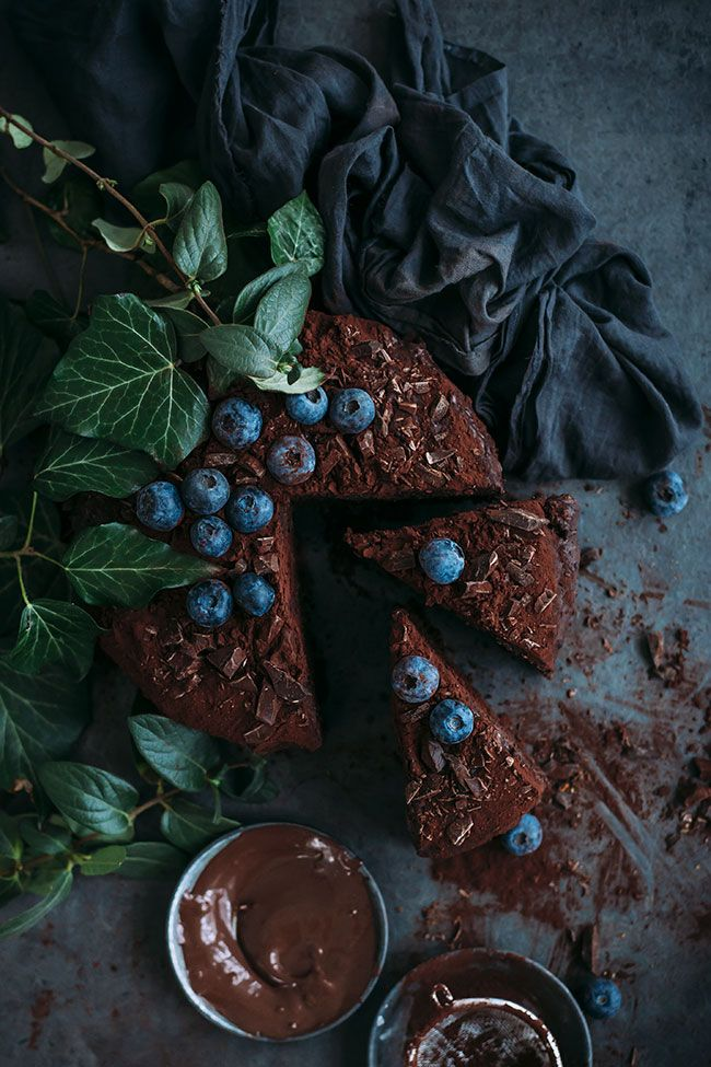No fail vegan chocolate cake #vegan #chocolate #chocolatecake #dessert #easy #foodstyling #foodphotography | TheAwesomeGreen.com