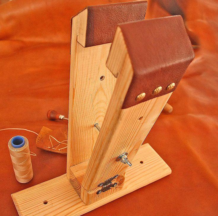 Leather stitching Pony vise, sitting or top table use #StitchingPony