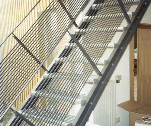 treppe und treppengel nder aus lackiertem stahl bannister treppengel nder pinterest. Black Bedroom Furniture Sets. Home Design Ideas