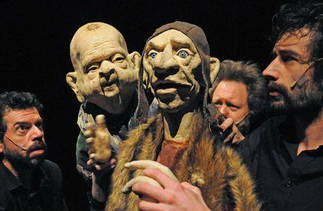 FROEFROE theater - Een beeld uit de voorstelling Tropoi (2014).