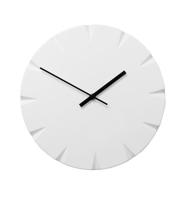 This would look good against my dark grey living room walls.  VATTNA wall clock #IKEA #PinToWin