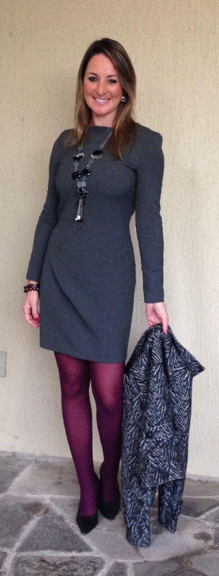 Look de trabalho - Look do dia - moda corporativa - look de inverno - work outfit - winter - fall -  vestido cinza - grey dress - meia calça vinho - purple