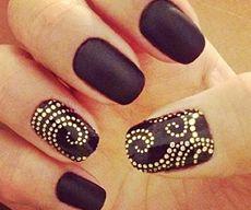 Матовые ногти фото черные с золотыми блестками