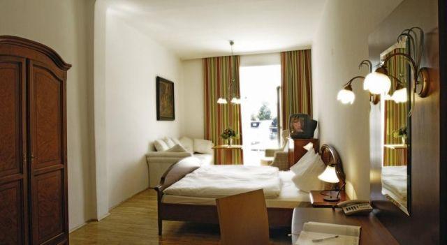 Keramikhotel Goldener Brunnen - 3 Star #Hotel - $75 - #Hotels #Austria #Gmunden http://www.justigo.org.uk/hotels/austria/gmunden/keramikhotel-goldener-brunnen_51401.html