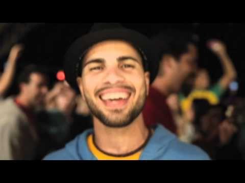 Videoclip del nuevo single de Efecto Pasillo - Pan y Mantequilla  Consíguelo en iTunes http://itunes.apple.com/es/album/pan-y-mantequilla-single/id532191240  Escúchalo en Spotify http://open.spotify.com/track/3AvLL4poM6XkpNZ4mUw9qp