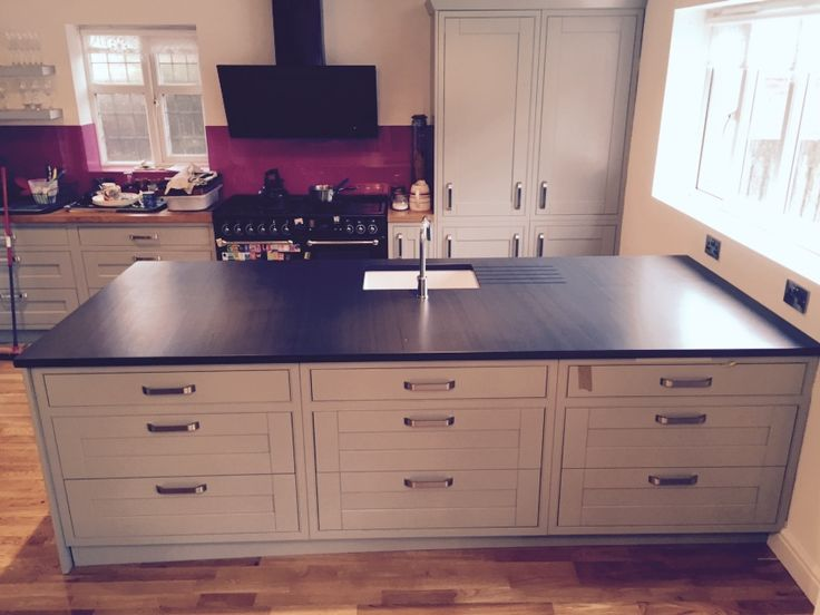 Bedale Solid Oak In-Frame Painted Kitchen in Lamp Room Grey with Green Slate Worktops.