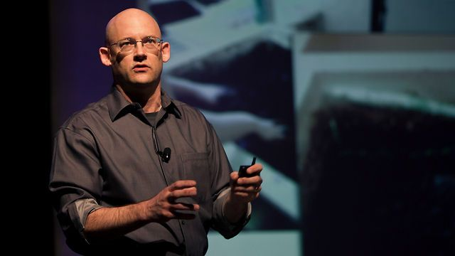 Clay Shirky: 5 student projects pushing creative boundaries... fascinating lecture.