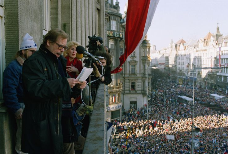 Vaclav Havel reads out the names of Czechoslovakia's first non-communist Government since 1948, Sunday, Dec. 10, 1989, Prague's Wenceslas Square