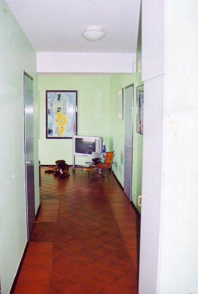 Eerikinkatu 2 corridor as lime 2001