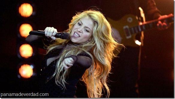 """""""Shakira impresiona más por su baja estatura que por sus curvas"""" - http://panamadeverdad.com/2014/09/29/shakira-impresiona-mas-por-su-baja-estatura-que-por-sus-curvas/"""