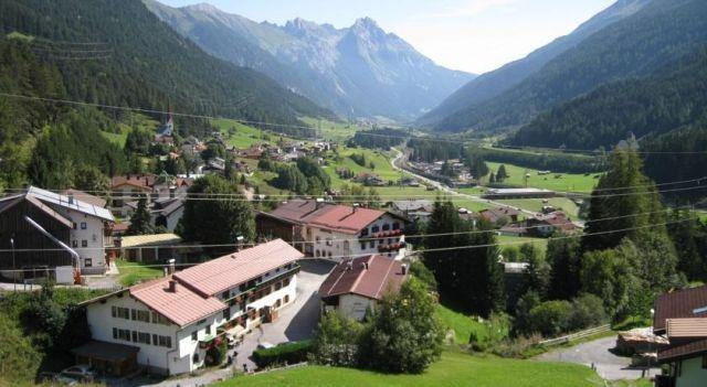 Hotel Tenne - 3 Star #Hotel - $95 - #Hotels #Austria #SanktAntonamArlberg http://www.justigo.biz/hotels/austria/sankt-anton-am-arlberg/tenne_40186.html