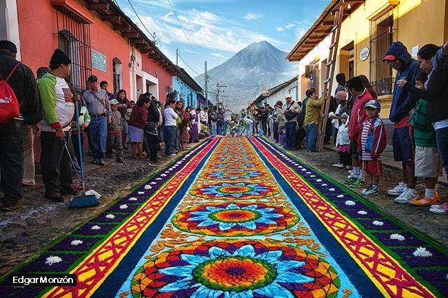 Alfombra de Semana Santa en La Antigua Guatemala