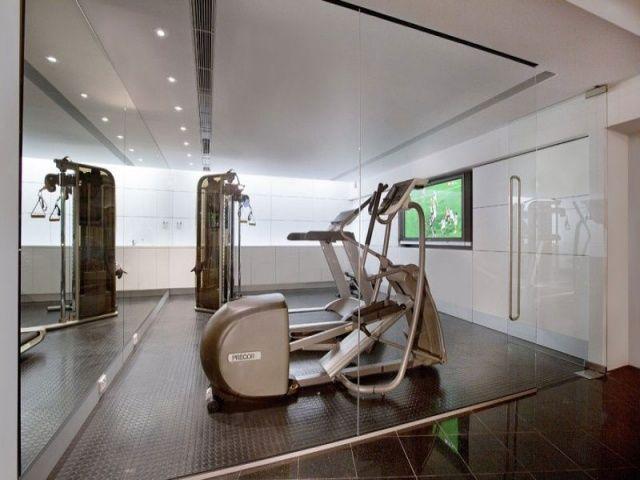 Maison de luxe avec intérieur de style et une vue magnifique  Sports ...