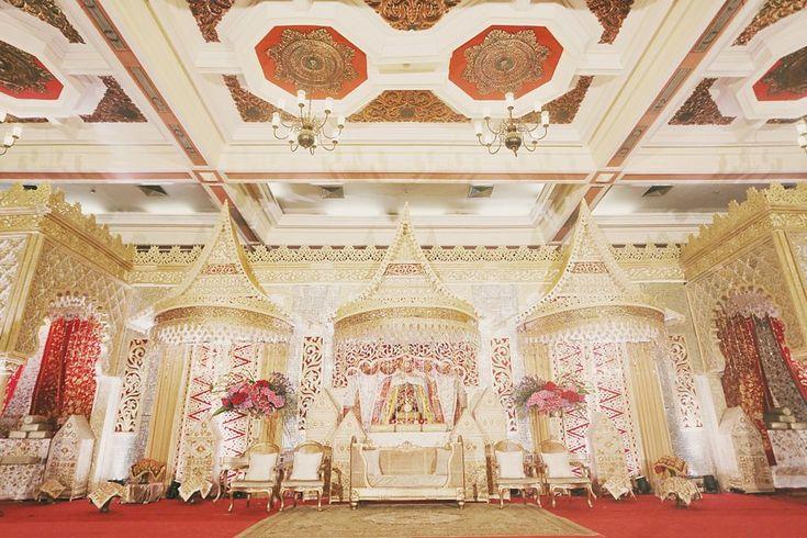 Pernikahan Minang di Balai Sudirman. Dekorasi dari Suryo Decor - www.thebridedept.com