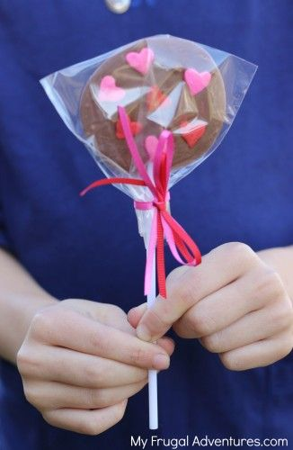 Super easy homemade chocolate lollipops- so fun for party favors or Valentines Day!  Customize with any flavors or colors you like!