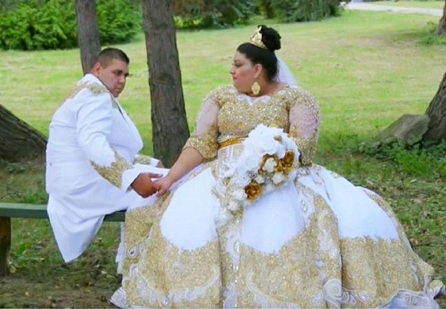 ZDROJ: dailymail.co.uk  Aj zahraničné médiá píšu o veľkej štvordňovejrómskej svadbe. Len svadobné šaty stáli 200-tisíc eur.  O svadbe