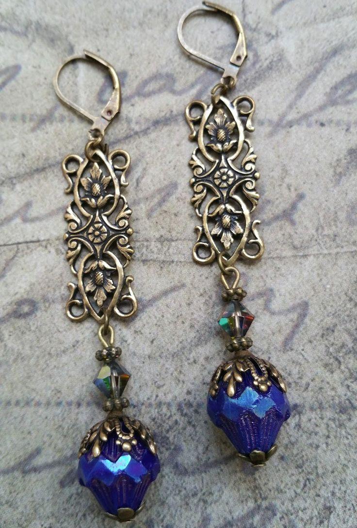 Boucles style neo victorien bleu profond : Boucles d'oreille par lorenza
