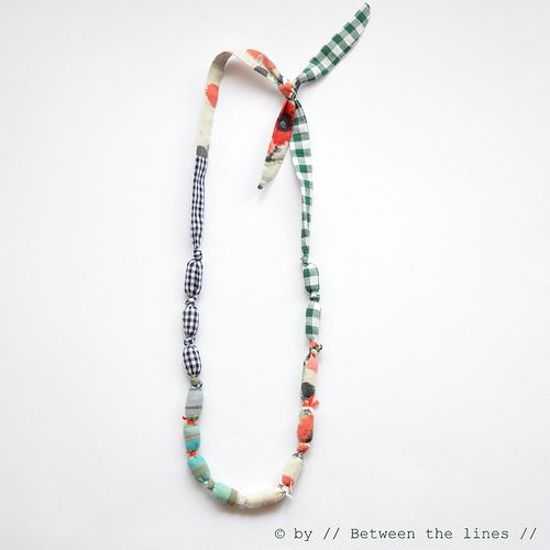 .: Jewelry Tutorials, Ideas, Beads Necklaces, Diy Fabrics, Diy Necklace, Fabrics Beads, Fabric Necklace, Fabrics Necklaces, Crafts
