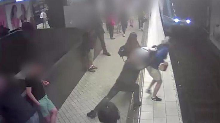 Der Moment, der alles veränderte: Ohne Grund wird Lucas vor eine einfahrende U-Bahn gestoßen. Zu dem Täter, einem 35-Jährigen, gab es keinerlei Verbindung