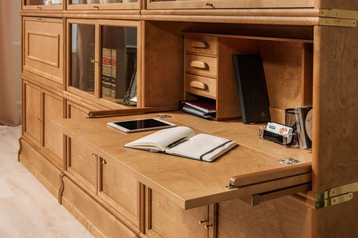 Boknäs Sekretääri on kätevä lisävarusteosa jolla voit yhdistää työpisteen Boknäs Classic -kirjahyllyyn.