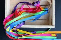 Cometa de mano - juguetes_hechos_en_casa_para_bebes_waldorf_montessori_facil
