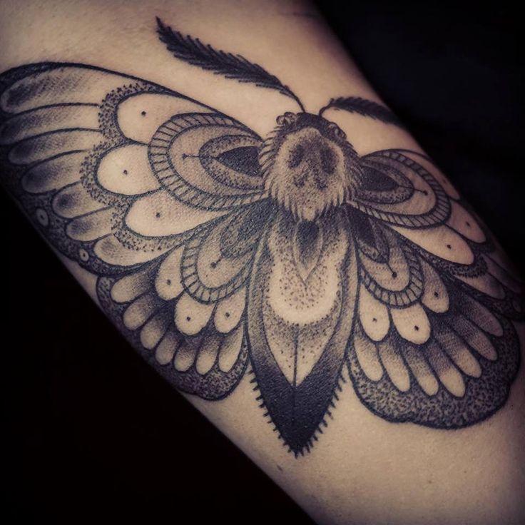 Inspi cou papillon de nuit tatouage pinterest dragon tatouages de dragon et tatouages - Signification papillon de nuit ...