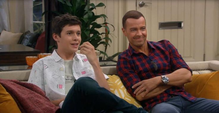 LOL! Poor @Nick Robinson! RT if you loved watching all of the #MelissaandJoey bloopers last Wednesday! pic.twitter.com/2fY3gl56tl