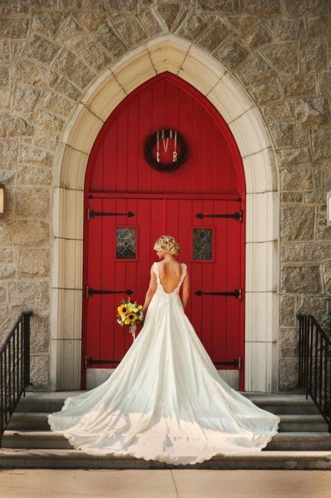 long trainnnnnnn: Red Doors, Weddingdress, Wedding Dresses, Wedding Ideas, Picture Idea, Wedding Photo, Photo Idea