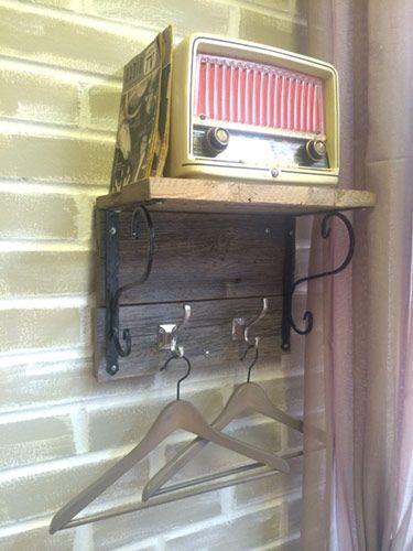radio ja naulakko
