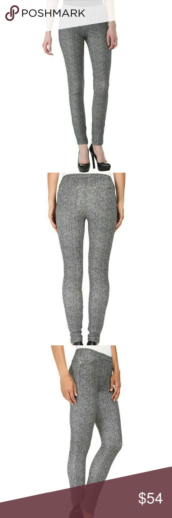 Michael Kors Petite Desert Tweed Print Leggings You will look and feel great in these Desert Tweed Print Knit Leggings from Michael Kors. Features MK symbol embellishments around the front and back pockets.  Color: black and white   Specifications Material54% Cotton, 42% Polyester, 4% Elastane Michael Kors Pants