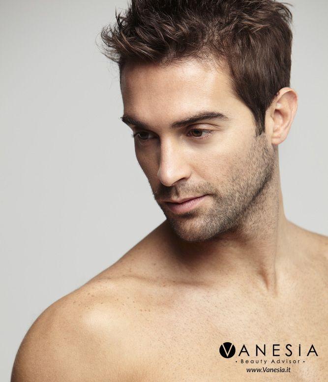 Secondo Sarah Daniel-Hamizi, la #barba più apprezzata è quella di 15 giorni, che richiede manutenzione due o tre volte alla settimana. Vanesia.it oggi vi svela qualche consiglio per proteggere e idratare la pelle del viso sollecitata dalla #rasatura. #barba #rasatatura #uomo #man #beauty