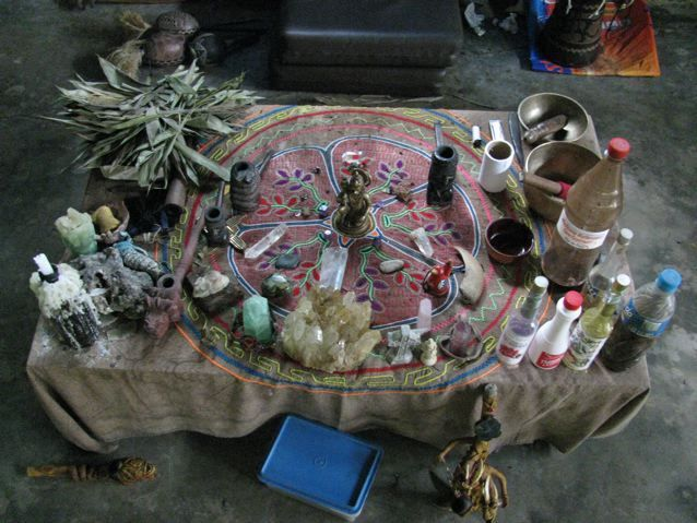 http://ayahuascarecipe.org/gringo-shaman-ayahuasca-recipe-ingredients/ Gringo Shaman of Iquitos what he uses in his ayahuasca recipe
