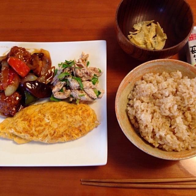 いつかの…旦那の昼ごはん‼️ - 10件のもぐもぐ - 玄米ご飯  鶏団子甘酢あん  ささみとセリの胡麻和え  和風オムレツ by みゆ